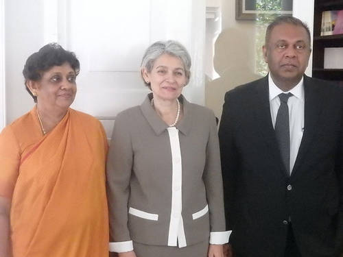 Director-General with Minister of Foreign Affairs and Mrs. Suganthie Kadiragamar.jpg