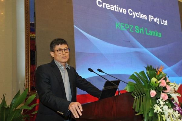 Mr. Shuyuan Gan, Managing Director of  Creative Cycles (Pvt) Ltd which is based in Sri Lanka speaking on his business experience in Sri Lanka.JPG